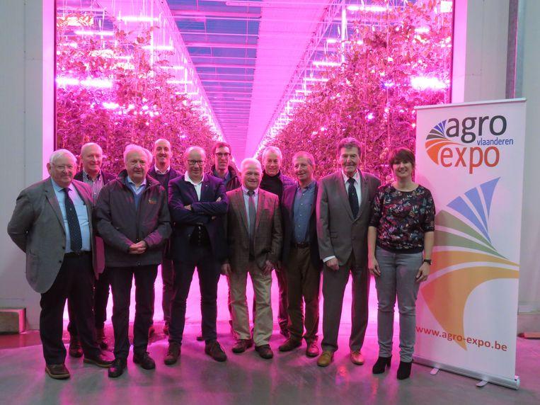 De raad van bestuur van Agro Expo verzamelde bij tomatenbedrijf Tomco om de feesteditie van hun beurs voor te stellen.