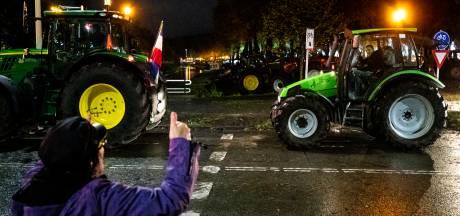Boeren op weg naar Den Haag in Drenthe van de weg gehaald door politie en bekeurd