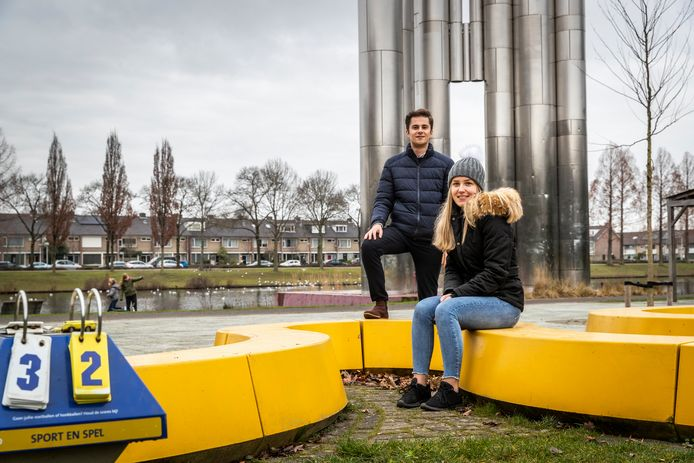 Criminaliteit en overlast maken steeds vaker de dienst uit in het Henri Dunantpark in Woensel. Anouk van Doorn wil dat er iets gebeurt en verzamelde honderden handtekeningen. CDA-raadslid Remco van Dooren steunt haar actie.