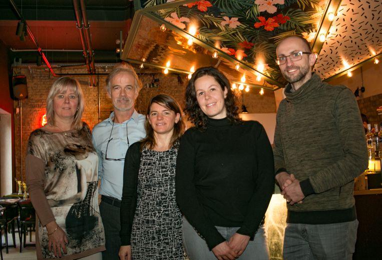 Luc Vancoillie (tweede van links), met collega's  Veerle Weyers, Katrijn Braem, Tessa De Maere en Philippe De Meulenaere in King George, waar vrijdag 'SinCity for Life' plaatsvindt ten voordele van Mobile Schools.