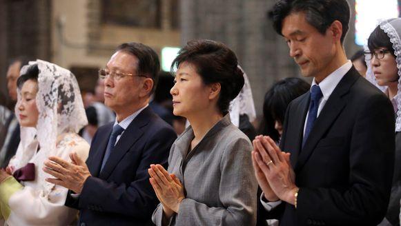 De Zuid-Koreaanse president Park Geun-hye bij een herdenkingsdienst voor de slachtoffers.