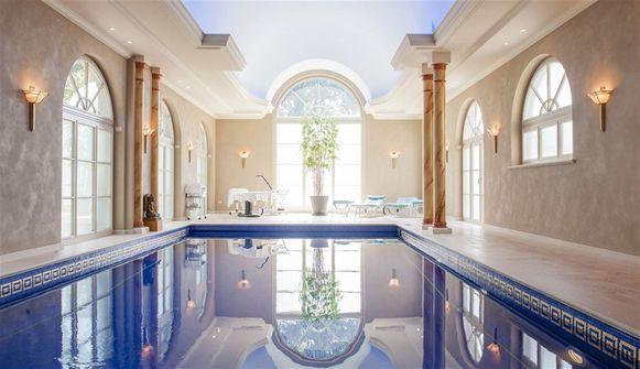 De Markgraaf beschikt over een binnenzwembad.