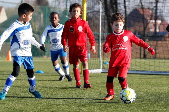 Wedstrijdjes zullen voorlopig nog niet gespeeld worden, maar de jeugdspelers van Tempo Overijse mogen vanaf volgende week maandag opnieuw trainen.