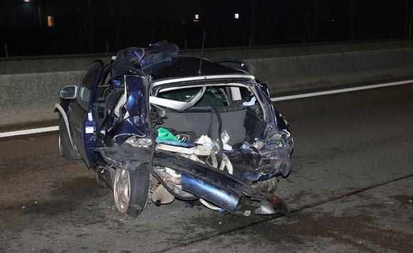 De auto werd achteraan aangereden door de bestelwagen.