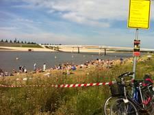 Tientallen zwemmers in afgebakende zwemzone Spiegelwaal