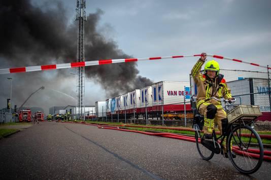 Voor deze brandweerman zit het werk er op bij de brand in Druten.