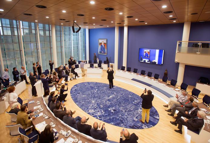 De Veenendaalse raadszaal bij de presentatie van het nieuwe koningsportret in 2014.