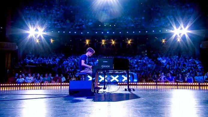 Genkenaar Benjamin Ceyssens (19) is een timide jongen die achter zijn piano helemaal openbloeit.