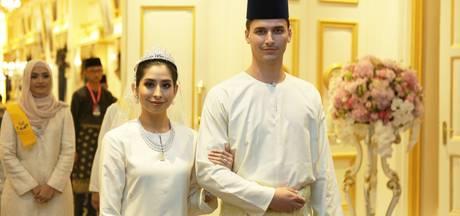 Eerste video van huwelijk Dennis en zijn Maleisische prinses