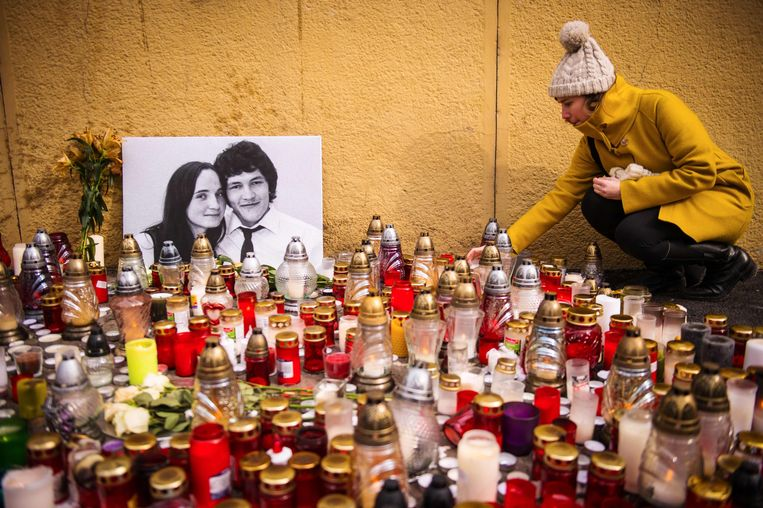 In Bratislava, de hoofdstad van Slowakije, zijn kaarsjes aangestoken voor de vermoorde journalist Jan Kuciak en zijn vriendin Martina Kusnirova.