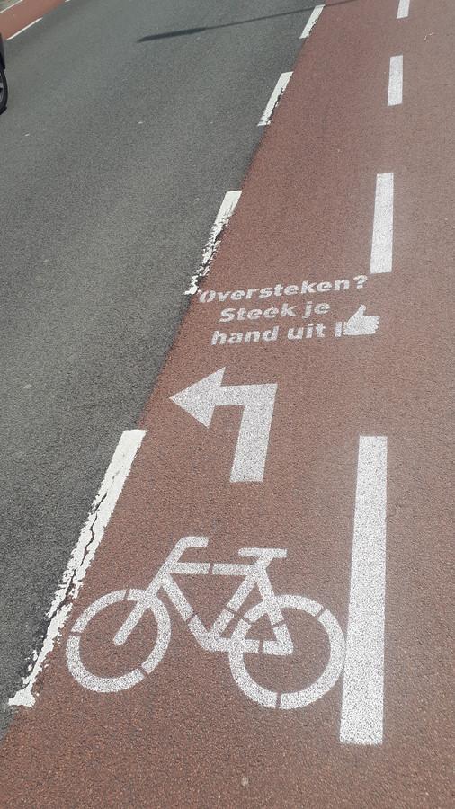 De markering op de weg wordt deze week weer aangebracht.