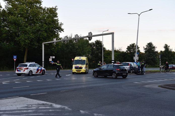Op de Rechteren Van Limpurgsingel zijn woensdagavond twee auto's op elkaar gebotst.
