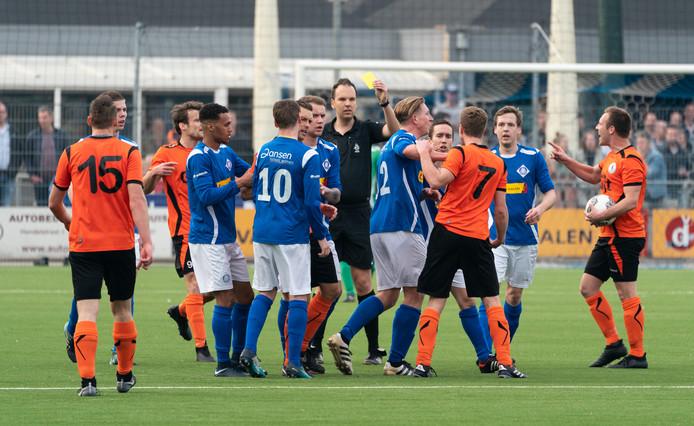 Beeld uit de derby tussen RKHVV en De Bataven.
