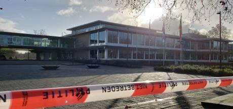 Provinciehuis Overijssel weer open na vondst verdacht pakketje: 'loos alarm'