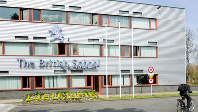 De British School of the Netherlands in Den Haag moest maandagmorgen ontruimd worden vanwege een bommelding