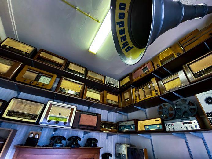 De radiokamer in het heemmuseum van Schelle is vernieuwd.