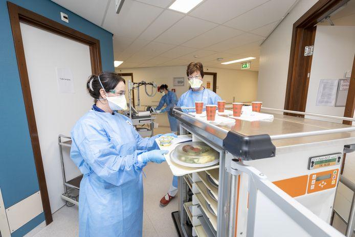 In Twente zijn opnieuw twee mensen overleden aan de gevolgen van het coronavirus. Het gaat om inwoners van de gemeente Enschede en Rijssen-Holten.