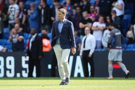 Frank de Boer druipt af na de nederlaag tegen Huddersfield Town.