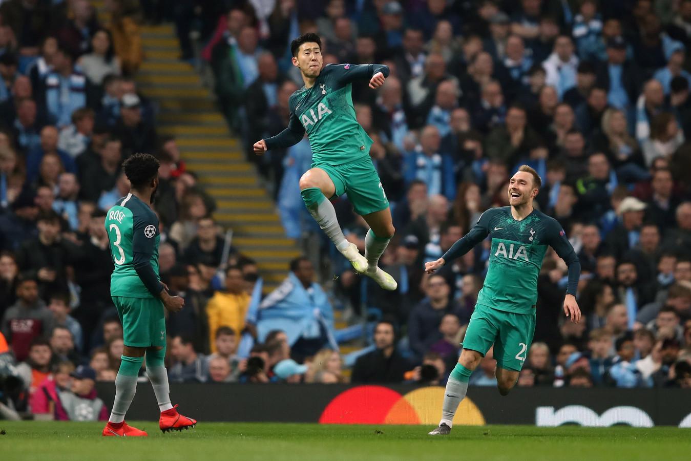 Heung-min Son maakt de 1-2 in Manchester. De Zuid-Koreaan zou later geel krijgen, waardoor hij in het eerste duel met Ajax is geschorst.