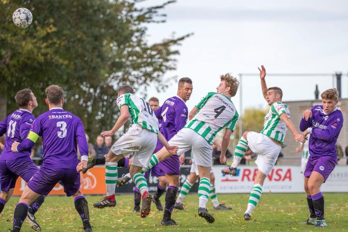 Jeroen de Jonge kopt Kloetinge op 1-0.