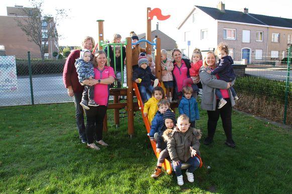 Een nieuw grasveld en een speeltoestel, meer is er bij kinderdagverblijf 't Bubbeltje in Diksmuide niet nodig om de kindjes buiten te laten ravotten.