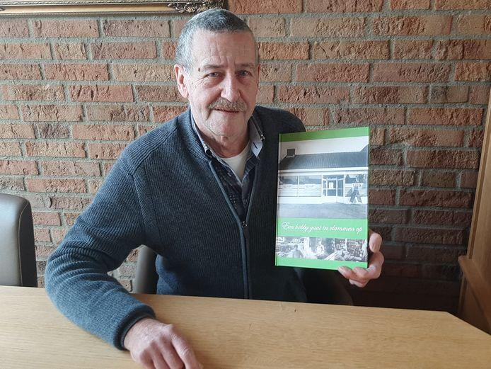 René van Lent schreef een boek over zijn buurtsuper in Oss.