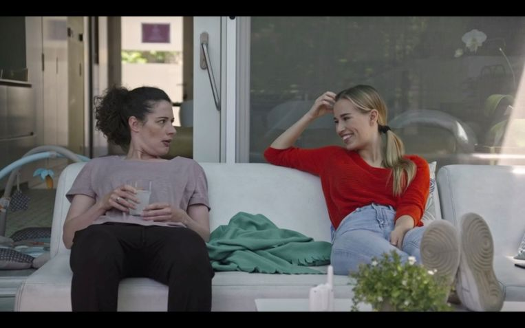 Haar losbandige personage Claire probeert Nora (Ellen Verest) in 'Dertigers' aan een nieuw lief te helpen.