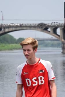 Homoseksuele voetbalfans boos op Johan Derksen: 'Kwetsende uitspraken helpen totaal niet'