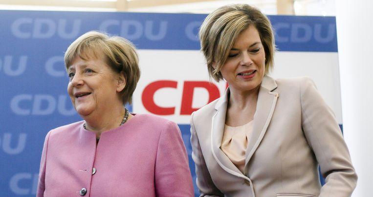 Volgens Merkels (L) kroonprinses Julia Klöckner (R) moeten critici van Merkels beleid 'gewoon hun muil houden'. Beeld ap