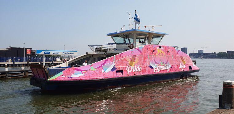 De roze Pride pont Beeld GVB