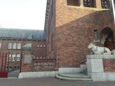 Monumentaal raadhuis in Waalwijk heeft zijn informatiebord terug