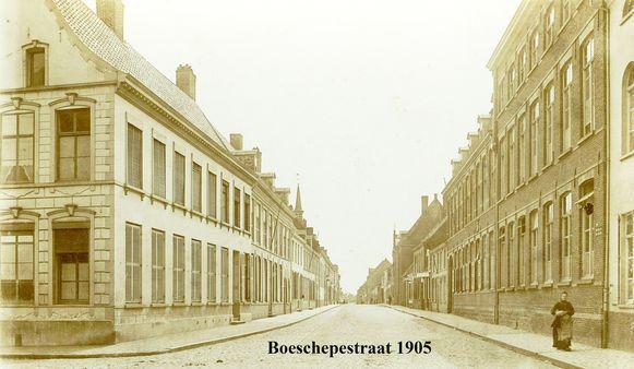 Heemkring aan de Schreve organiseert op 17 mei de thematische en geanimeerde vertelwandeling 'Boeschepestraat Poperinge binnenstebuiten'.