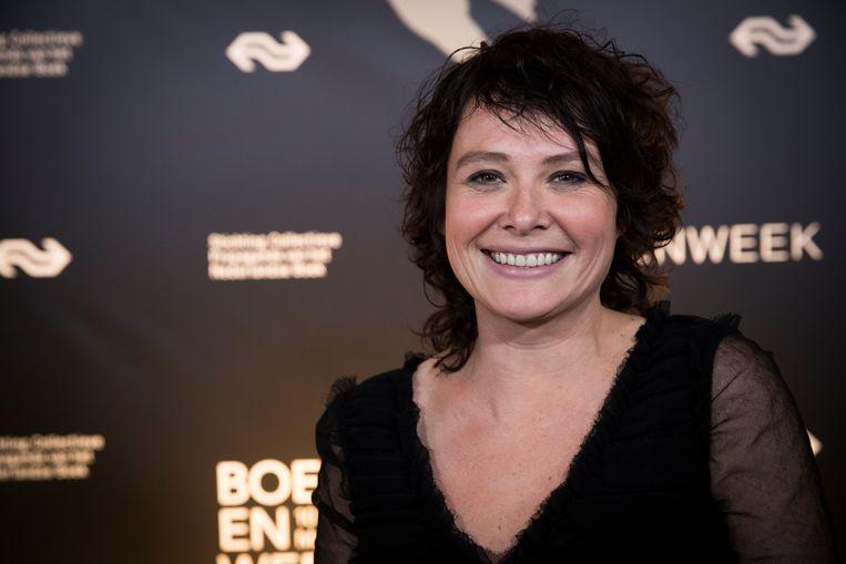 De opnames van de speelfilm 'Kom hier dat ik u kus', de verfilming van de succesvolle roman van Griet Op de Beeck, zijn begonnen. De Vlaamse actrice Tanya Zabarylo kruipt in de rol van hoofdpersonage Mona.