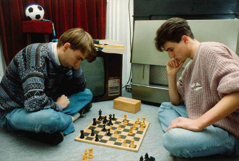 Marcel Vonk in zijn studententijd, links op de foto. Beeld