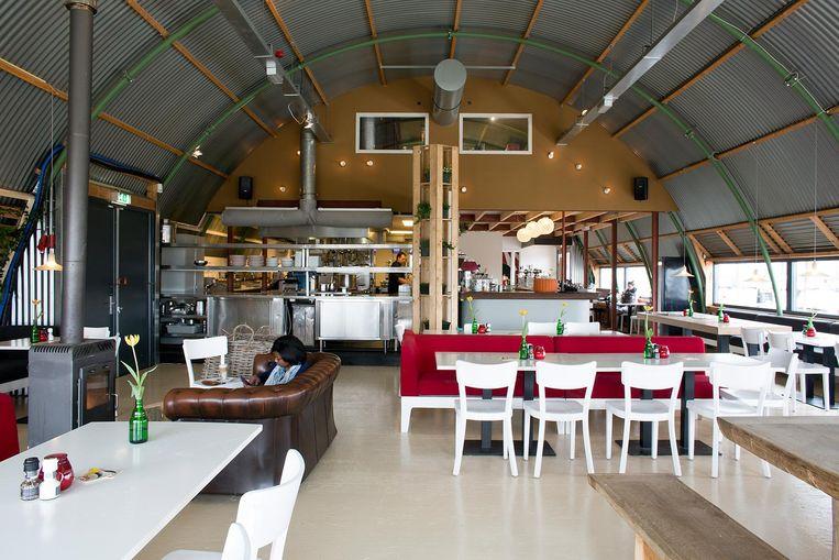 Bij Haddock vind je rechts de tafels voor stelletjes en links de plekken voor families Beeld Homeira Rastegar