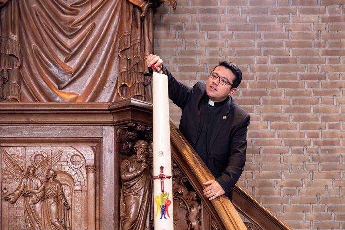 Priester Meneses: ,,De kerk is nu een bron van inspiratie om in deze situatie, die buiten onze macht ligt, perspectief en zin te geven in het licht van het evangelie.