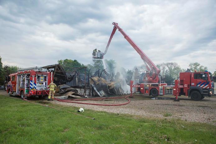 De brand heeft het voormalig restaurant volledig verwoest.