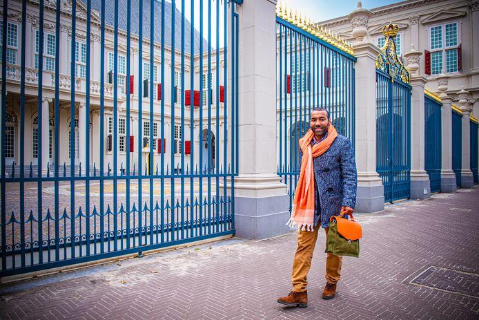 Omar Munie afgelopen Prinsjesdag voor paleis Noordeinde.