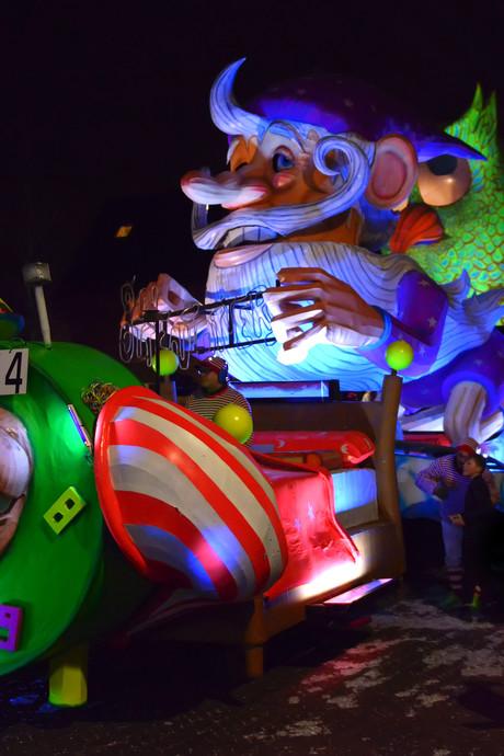Lichtjesoptocht Standdaarbuiten: Theatraal, carnavalesk, feeëriek, sprookjesachtig en 'ganz toll'
