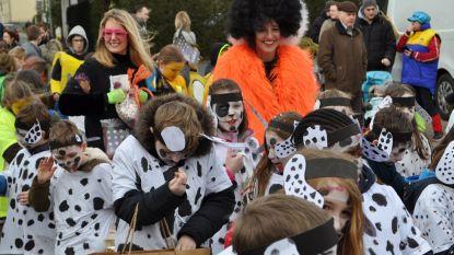 Kleurrijke carnavalsoptocht bij Sint-Franciscus Burst