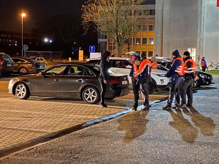 De politie houdt een grote alcoholcontrole in Zwijnaarde