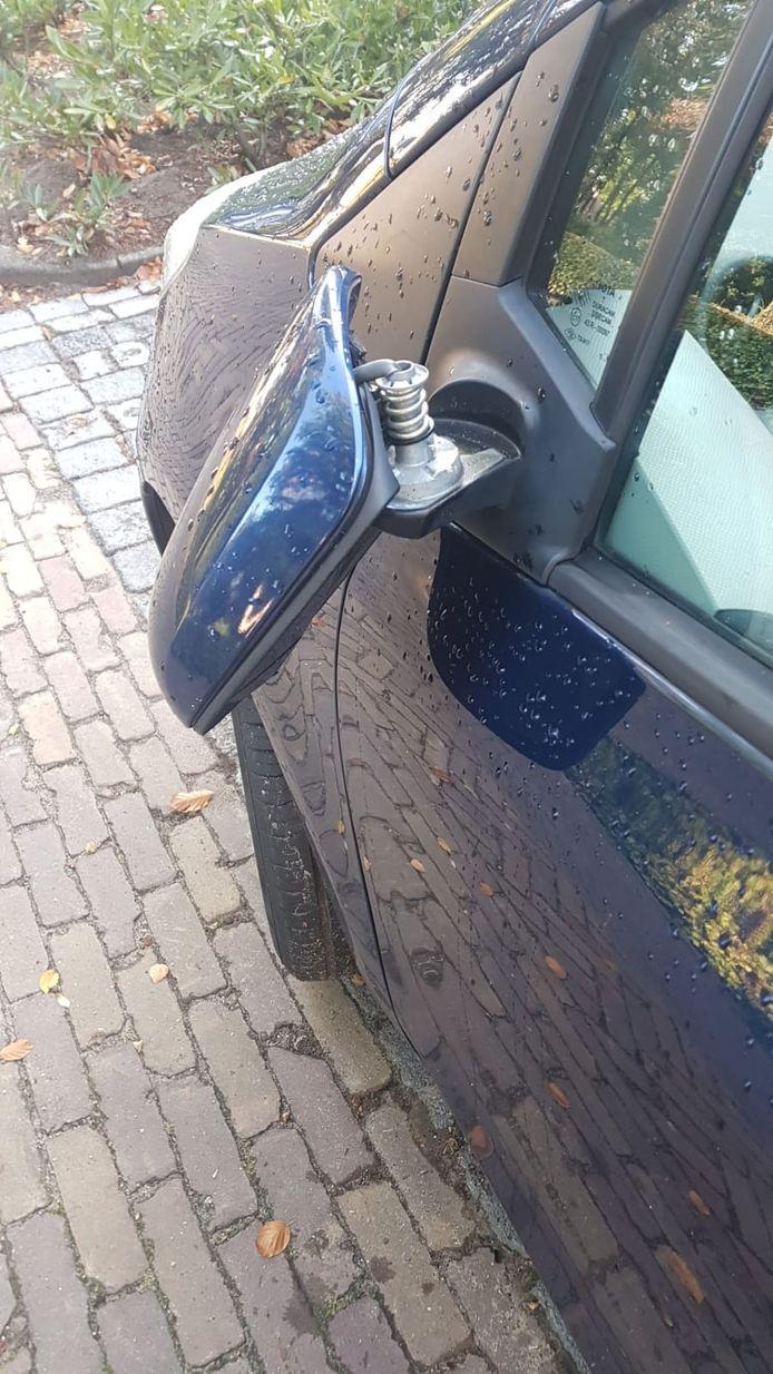 Ook deze auto moest er aan geloven.