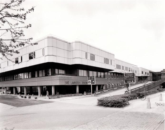 Elkerliek ziekenhuis klinkt al jaren heel vertrouwd in Helmond en omgeving. Toch heeft het ziekenhuis - hier gezien vanaf de Wesselmanlaan - op zijn huidige plek nog decennia lang Sint Lambertus Ziekenhuis geheten.