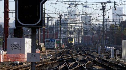 Stenengooiers in Schaarbeek riskeren tot 10 jaar cel voor verstoren treinverkeer
