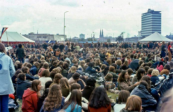 Bevrijdingsfestival in september 1971 georganiseerd door Stichting 18 September op terrein tussen Kennedy- en  Montgomerylaan.