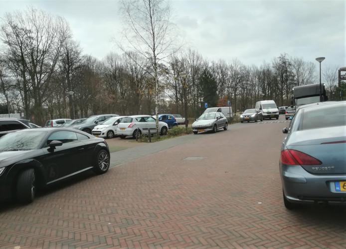 Bezoekers van de Annenborch sturen directeur Pander regelmatig foto's van de parkeerellende.