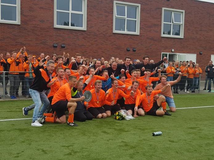 Patrick Visser schreef geschiedenis met Oranje Zwart met promotie naar de derde klasse, de trainer vertrekt na dit seizoen.