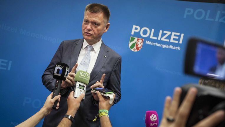 De Duitse hoofdofficier van justitie Axel Stahl tijdens een persconferentie over vijf patiënten door natuurgenezer Klaus Ross. Beeld ANP