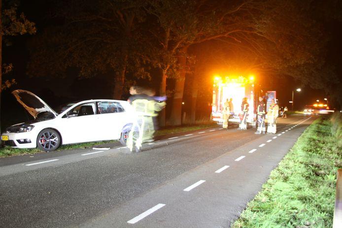 Een automobilist is woensdagavond uit zijn auto bevrijd door de brandweer.