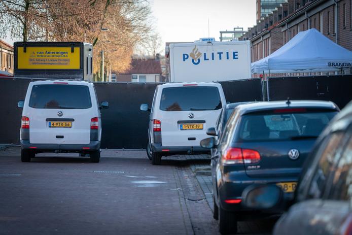 Buurtonderzoek in de Dragonstraat in Arnhem waar een 12-jarige jongen om het leven is gebracht.